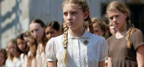 Primrose Everdeen and other kids in The Hunger Games