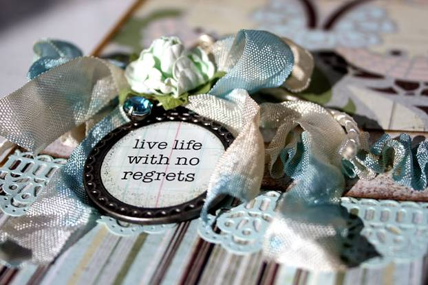 Live life with no regrets written on a medal