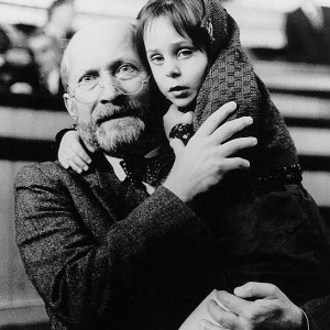 Janusz Korczak holding a child