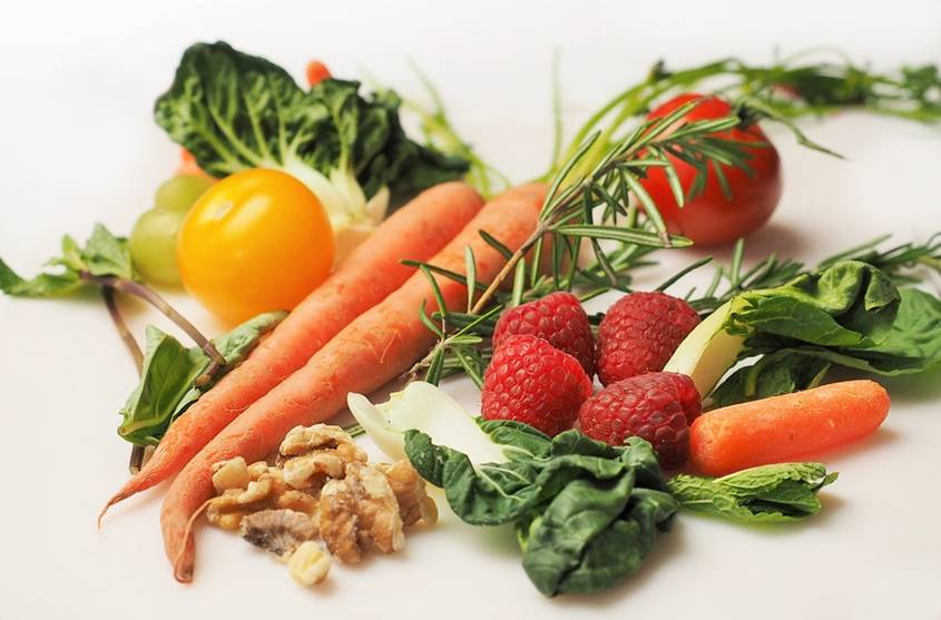 Lettuce, carrot, berries, nuts and carrots